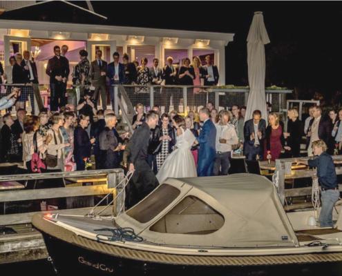 Aankomen in het huwelijksbootje